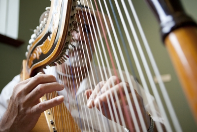 Xavier Montes playing his harp.