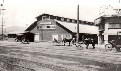 Pictured above is the Sparr Packing House, 1915 (it had been replaced in 1913 after an earlier fire).