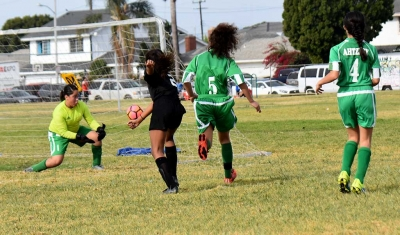 Oxnard's goalkeeper was unable to handle Jadon Rodriguez's blast, giving California United a 1-0 lead.