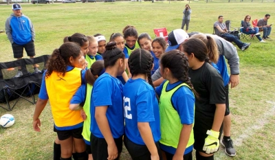 California United Girls 11-U team looking confident as they prepare to take the field after a team break. Photo Courtesy Evelia Hernandez.