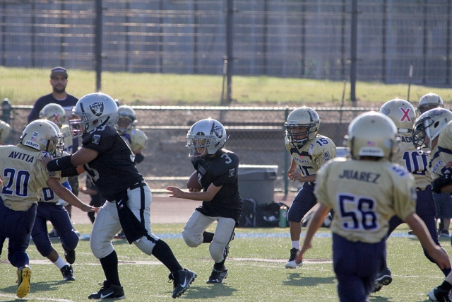 Mighty Mites 3 get a block and a first down