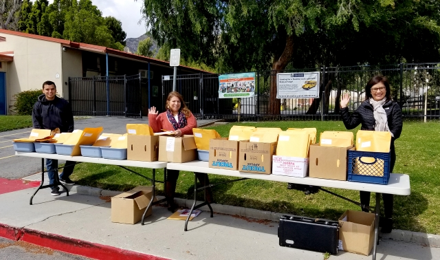 On March 24th from Noon to 4pm, Piru Elementary staff handed out distance learning materials to students on Center Street. Prepared packets were created for each student and distributed to families who pulled up to the drive through. Staff did a great job handing out materials while maintaining good social distancing.