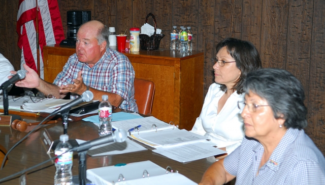 School Board members (l-r) Dollar, De La Piedra, and Wilde discussing the issues at Tuesday's meeting.