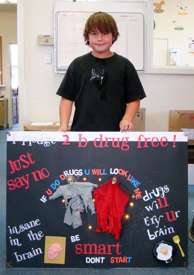 Julian Calderon, 5th grade student at San Cayetano created this wonderful poster for Red Ribbon Week. Say No To Drugs!