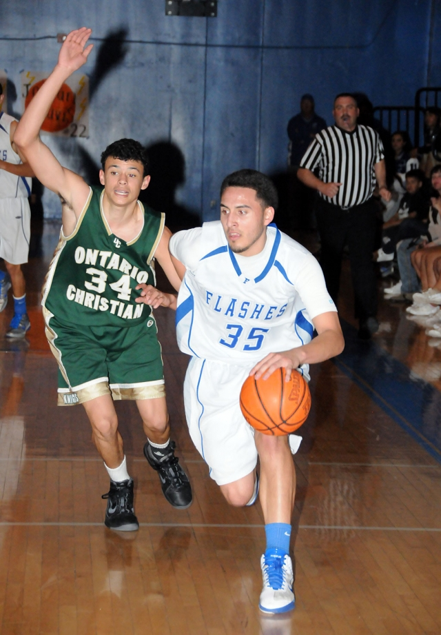 Fillmore played against Onatario Christian last Friday night. Fillmore was ahead 34-30 at half time. But wasn't able to hold them and lost in the 4th quarter 61-67. Chris DeLa Paz above scored 26 points and had 9 rebounds.