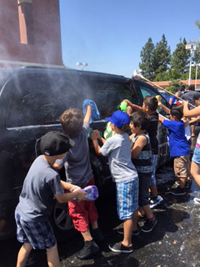 The Fillmore Bears football team at their car wash at Wm. L Morris last Saturday. Photos courtesy Roberta Andrino.