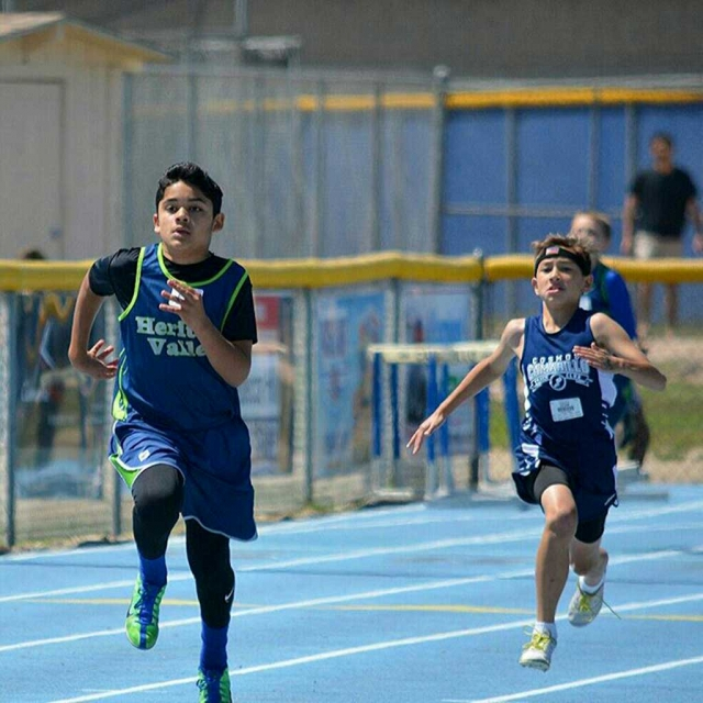 Javier Avalos took 1st in the 200m Midget Boys division.