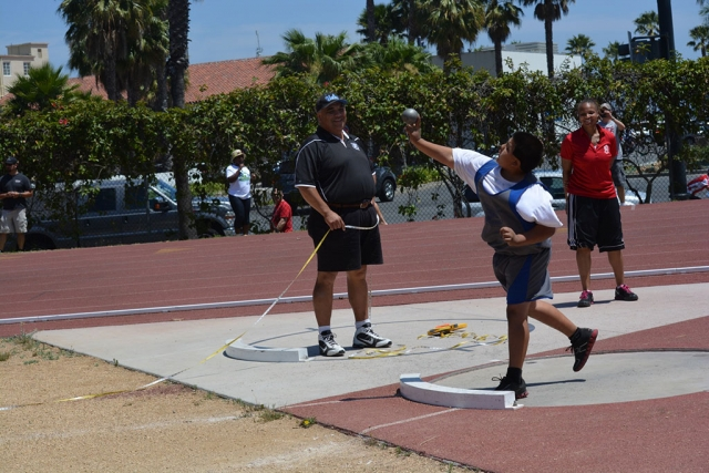 Enrique Mora 6th place bantam shot put