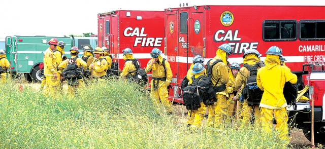 A controlled burn will be executed in Fillmore on Thursday, June 4th from noon to 5pm. The Ventura County Fire Department is planning to do a live fire training near the Water Reclamation Plant on west River Street. A total of 2.8 acres has been approved for the burn by the Ventura County Air Pollution Control District (CAL). Both CAL and Ventura County Fire will be participating. Residents should be aware that they may see smoke, flames or even helicopters and other equipment between Sespe Creek, the Santa Clara River, and Highway 126. Above is a photo of a live fire training that took place last year in Fillmore.