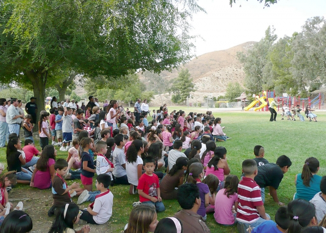 Piru students enjoy tug-of-war competition.