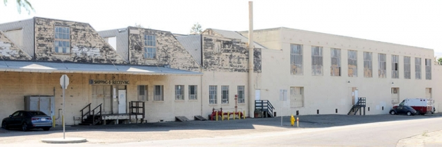 Above is the old citrus packing house located at the corner of Sespe Avenue and A Street. After the former owner's long battle with the City of Fillmore, on December 13th it was announced that it was sold for $1,420,000.