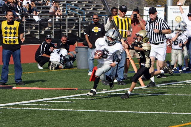 #6 Jhonny Grove on his way for one of his two TD runs.