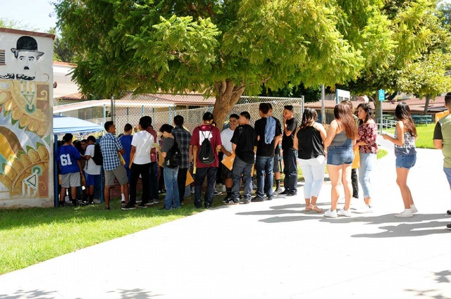 Tuesday and Wednesday were very busy days at Fillmore High School. Students lined up outside the FHS library, cafeteria, and student store to register, get student IDs, year books, and more for the 2017/2018 school year. Tuesday, Seniors, Juniors, and Sophomores registered for their classes. Wednesday, they hosted Freshmen orientation to welcome and show the incoming Freshmen the ropes at Fillmore High School.