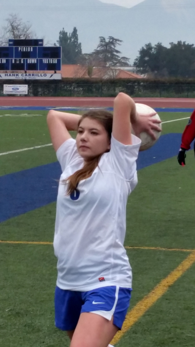 Vanesa Estrada throws in the ball.