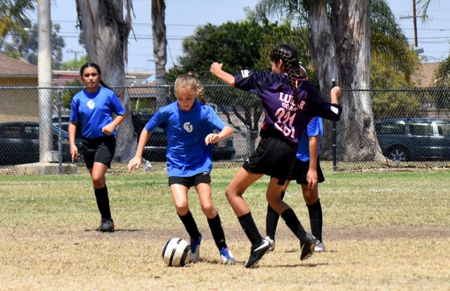 Part of that great defense that shut down the Warriors, Brooke Nunez (right) takes the ball from the forward as Isabel Hernandez (left) backs her up. Photo by Martin Hernandez.