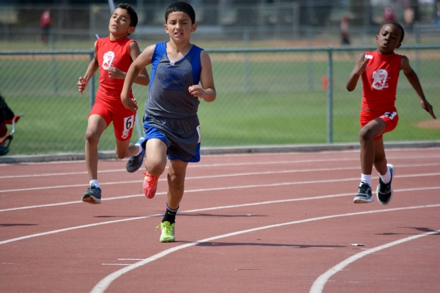 (center) Isaac Gonzales who placed 2nd in the 400m dash versus Oxnard Stars.