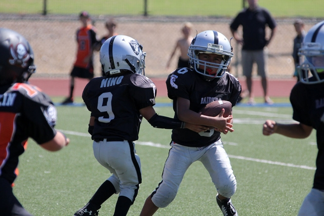 Raiders Mighty Mites Hand off.