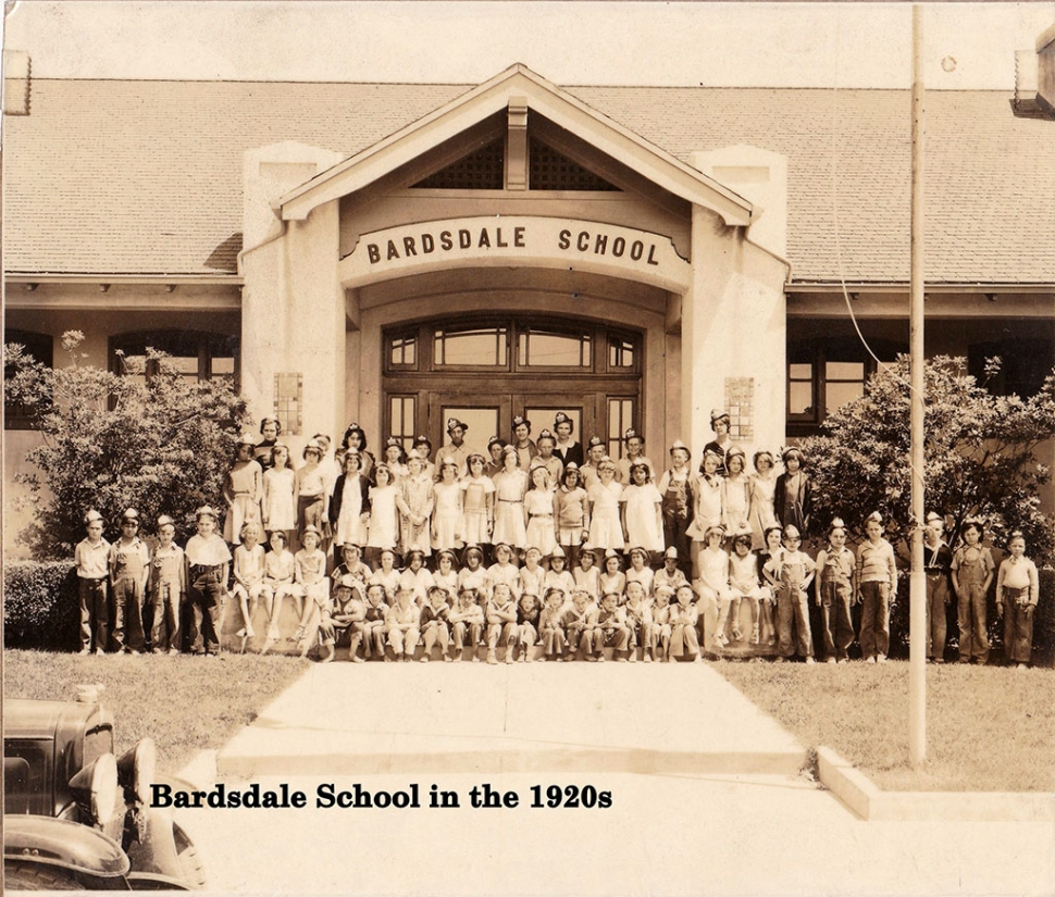 Students and faculty in front of Bardsdale School in 1920.