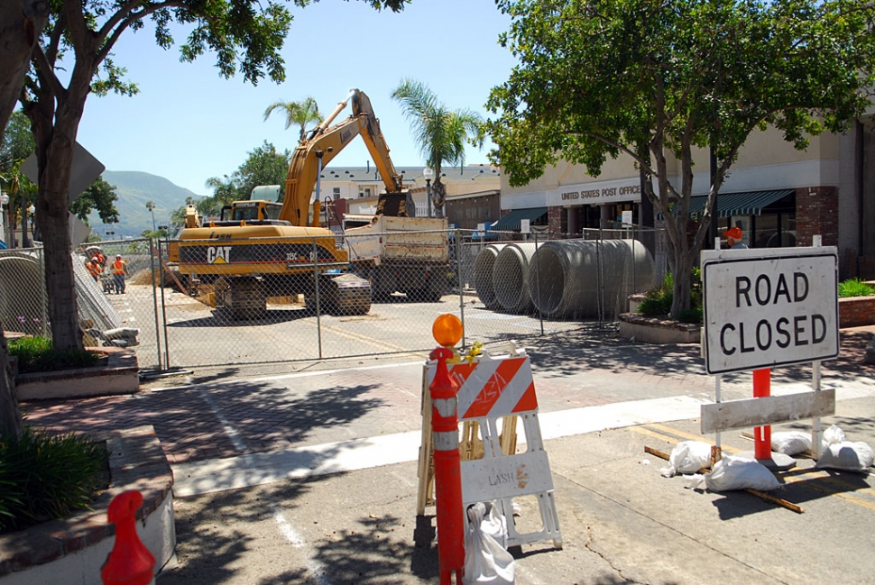 "Work continues on the Central Avenue drainage project. Closure of Central Avenue has caused substantial fi nancial loss to shop owners, and a major inconvenience for the driving public. The much-needed new storm drain will be appreciated during the next major rainstorm, as ""normal"" fl ooding will have been eliminated."