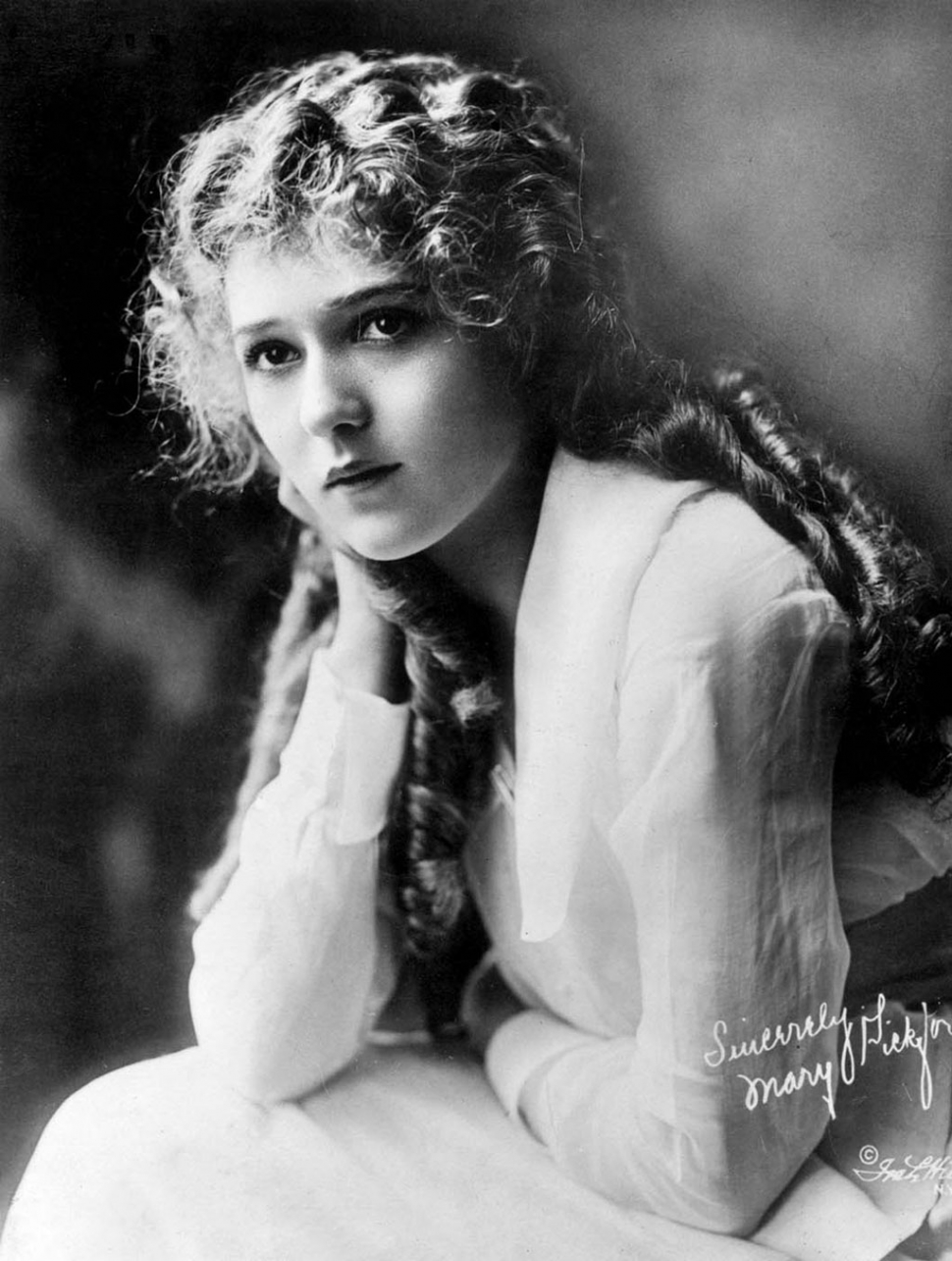 Mary Pickford – Public Domain (FanPop.com)