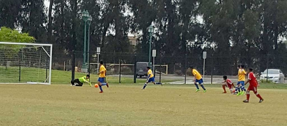 California United 12-U boys chasing after the ball in a tight game vs VC Galaxy this past weekend. Photo Courtesy of Irma Espino.