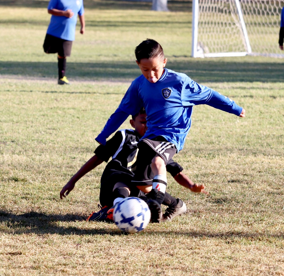 Sunday, March 8th Fillmore's California United 2010 Boys Bronze team defeated Oxnard Juventus with a final score of 5 – 3. Pictured above is one of the 2010 Boys players as he fights off his opponent for the ball. Game highlights are as follows - Goals: Jayson Vaca, Nathan Lepe 2 and Gilbert Ayala 2. Assist: Cristian Alavardo 2 and Nathan Lepe. Photo Courtesy Erika Arana.