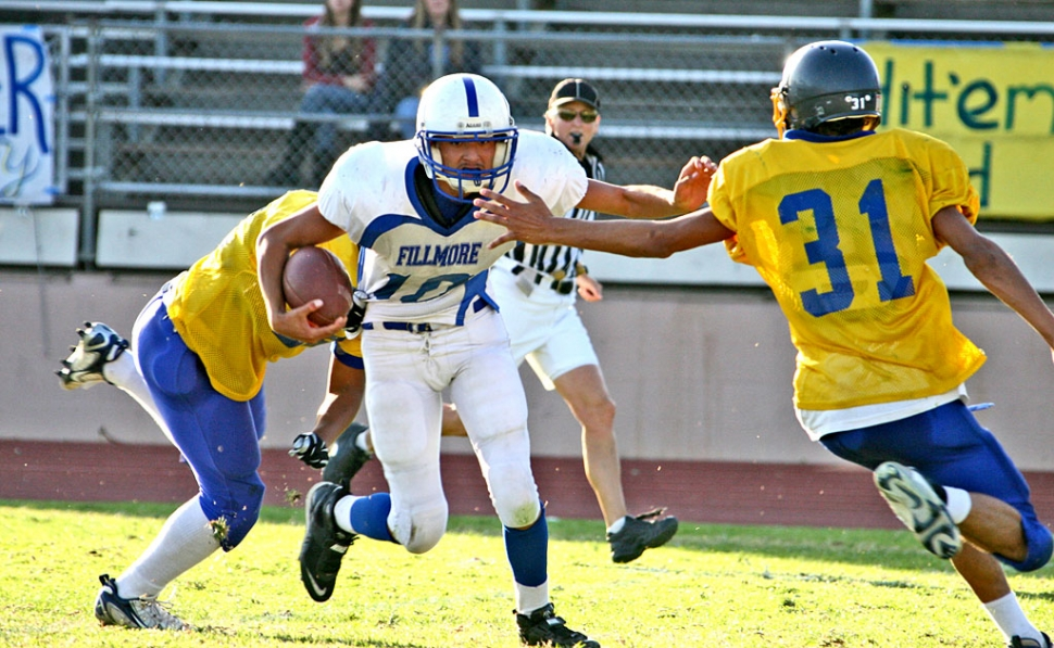 Angel Barajas #10 had a great game against Nordoff; Barajas scored two touchdowns, but it wasn't enough for a win. J.V. Flashes lost 21-14.