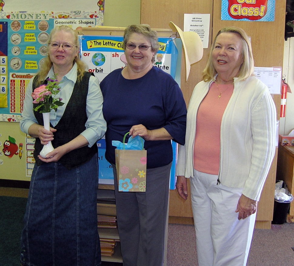 Pictured (l-r) are Janie Munoz, Dorothy Hunt and Elaine Basford.