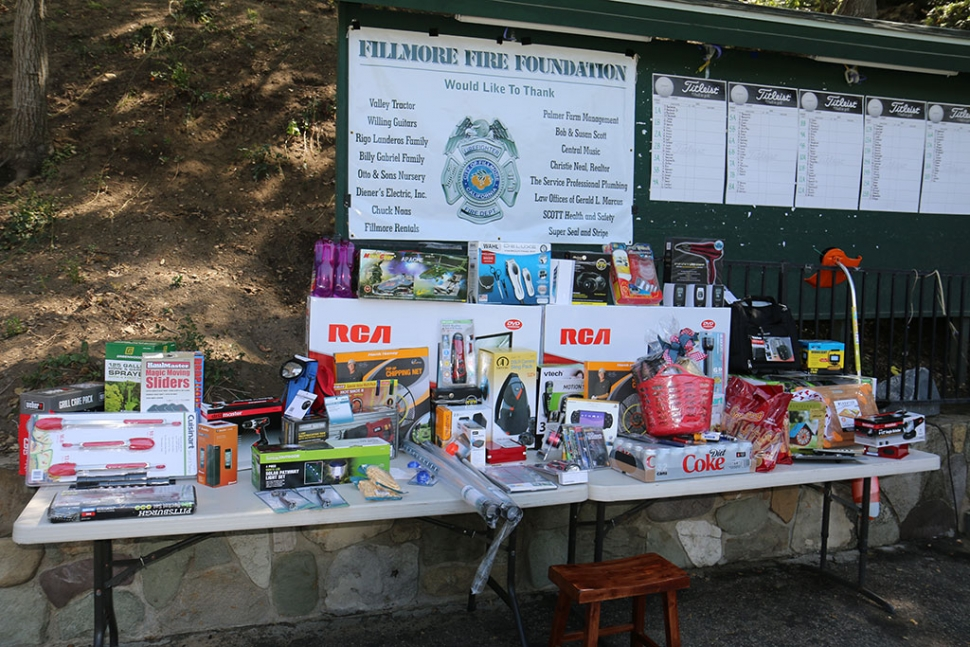 A prize table was presented at the tournament.