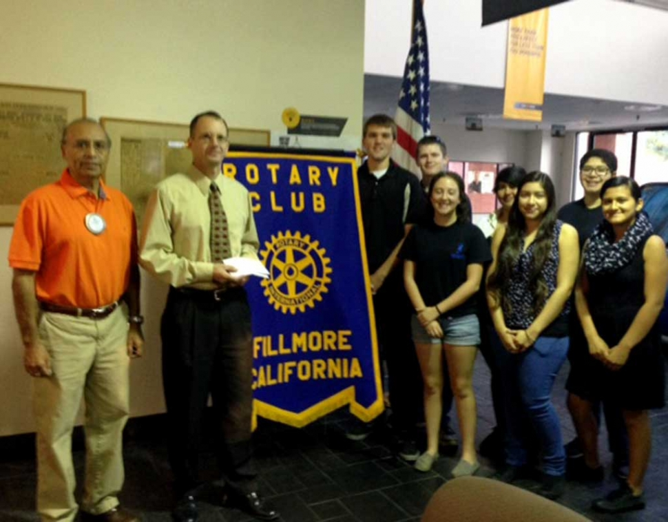 Last week Rotarian Joe Aguirre presented a check, for $300 to Kevin McSweeney, for the 5/10K Run. Kevin was representing the Santa Clarita Runners Club also known as the Bandits. He in turn donated the money to the Fillmore High School Band. The Rotary Club also presented the band with $500. Pictured, Joe Aguirre, Kevin McSweeney and several members of the FHS band.