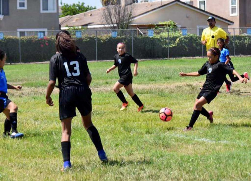 Tori Pina leads the attack on the Panteras to get California United on the board.