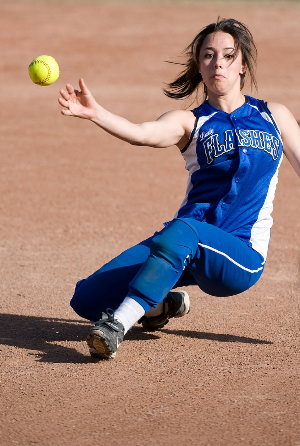 Jazmyne Alvary makes the infield play against Santa Clara, Tuesday, March 31. (Photos by SantaBarbarapix.com)