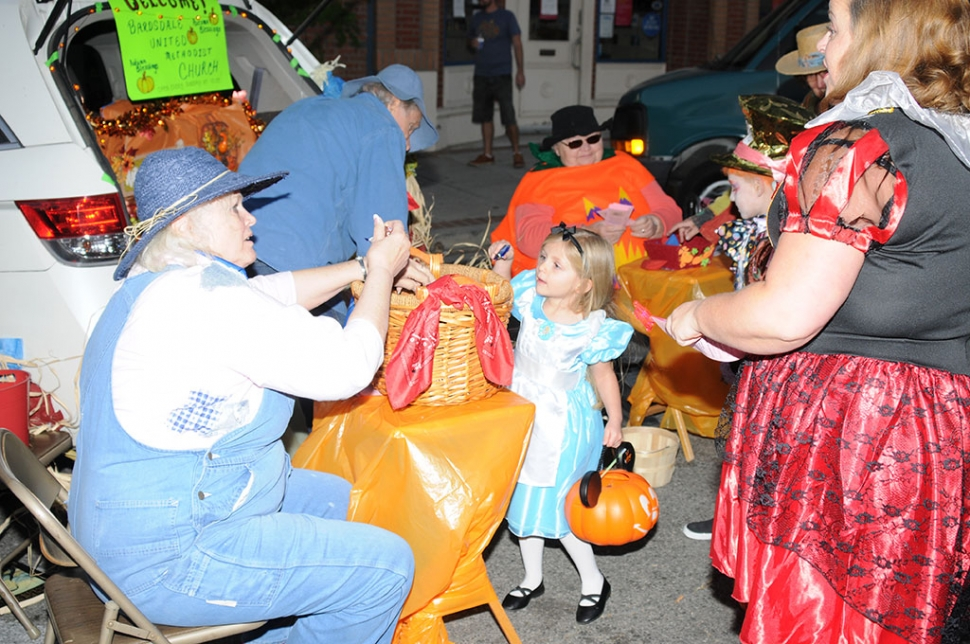 On Thursday, October 31st on Halloween night the City of Fillmore hosted the 2nd Annual Trunk or Treat event from 5pm – 8pm. Central Avenue was blocked off and local clubs, venders, and shops lined the streets with their Halloween decorated trunks and passed out candy to all the trick or treaters who stopped by.